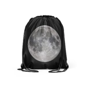 This drawstring bag is ideal for school, beach, gym practice or other outdoor activities. You can store your outfit, items or school necessities in this drawstring bag.